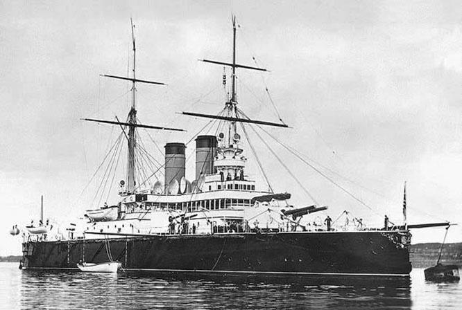 У Врангеля были свои виды, не связанные с защитой Крыма, на эскадренный броненосец Черноморского флота «Ростислав» .