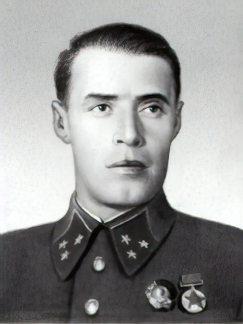 Командующий войсками Ленинградского фронта генерал-лейтенант Маркиан Попов.