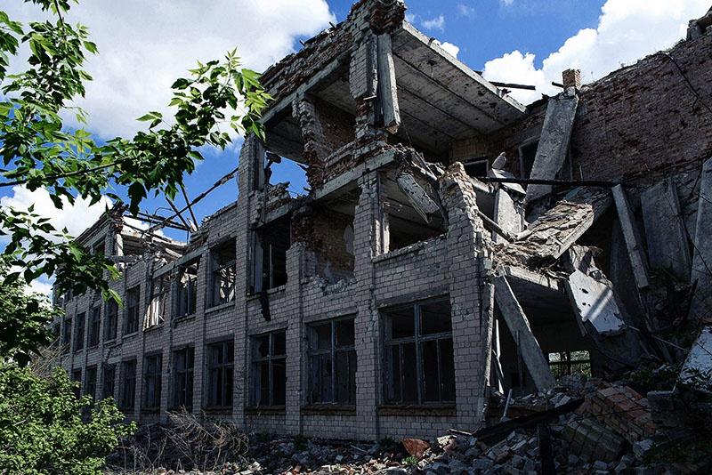 С особой ненавистью киевские каратели разрушали инфраструктуру села - школу, амбулаторию и другие объекты социальной сферы.