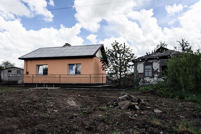 Красный Крест отстроил несколько домов взамен 256 полностью разрушенных.