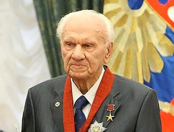 Анатолий Савин - академик, лауреат Ленинской и четырёх Государственных премий, Герой Социалистического Труда.