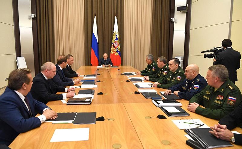 Президент Российской Федерации Владимир Путин на совещании с руководящим составом Министерства обороны, руководителями федеральных ведомств и предприятий ОПК.