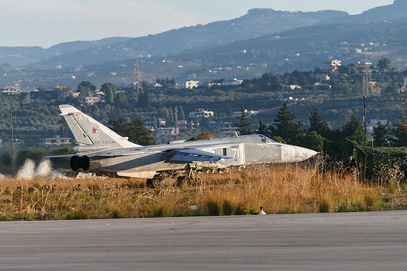 Самолёт российских ВКС вылетает на боевое задание в Сирии.