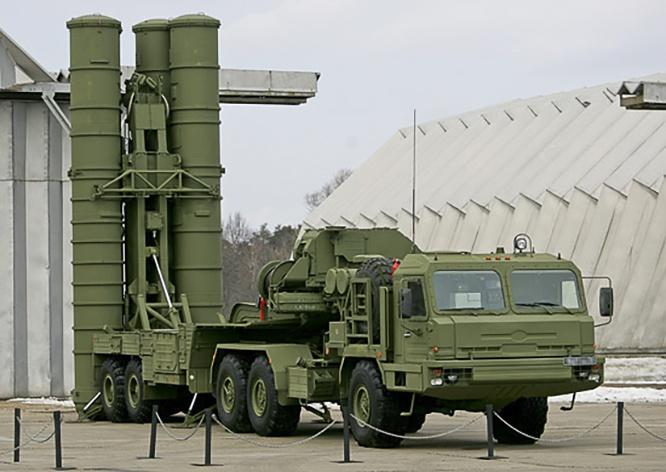 Расчёты С-400 «Триумф» ЗВО прикрыли стратегические объекты Санкт-Петербурга и запада России.