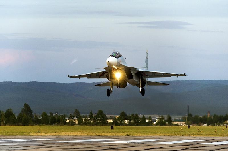 Экипажи многофункциональных истребителей Су-30СМ дислоцированного в Забайкальском крае истребительного полка совершили полёты в стратосферу.