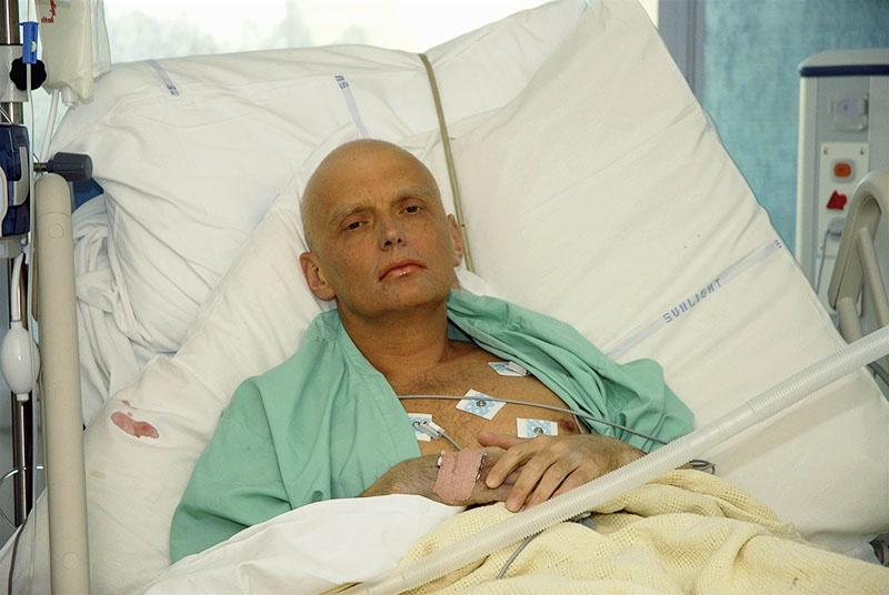 Александр Литвиненко, экс-подполковник ФСБ, уволенный за злоупотребление служебным положением и пьяные дебоши, мучительно умирал почти три недели.