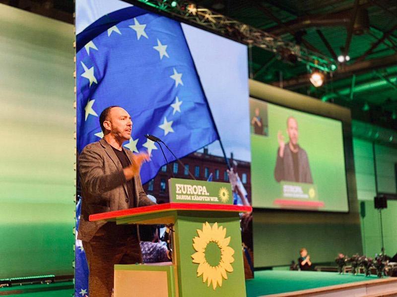 Сергей Лагодинский совершил своевременный и точный манёвр: он разорвал отношения с социал-демократами и переметнулся в стан политического объединения «Союз 90/Зелёные».