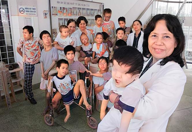 Вьетнамские дети-инвалиды, жертвы агента «оранж».