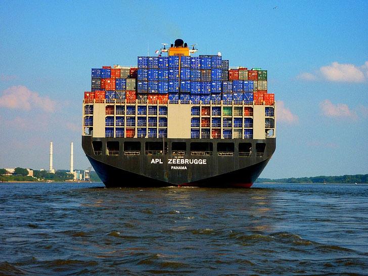 Для удешевления процесса перевозки судовладельцы используют флаг государства Панамы или флаги других экзотических стран.