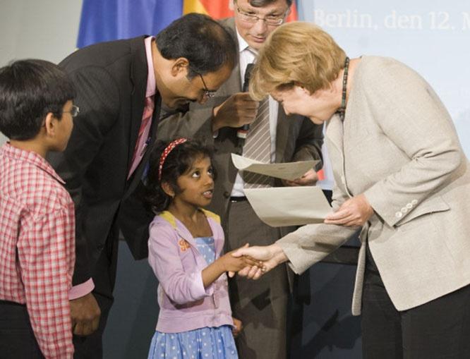 Ангела Меркель распахнула двери Европы не перед русскими, а перед беженцами с Ближнего Востока и Северной Африки.