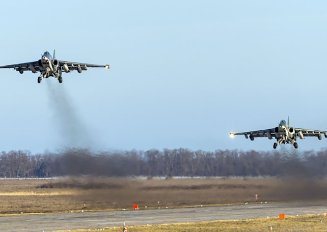 Эскадрилья новейших штурмовиков Су-25СМ3 на Кубани уничтожила аэродром условного противника.