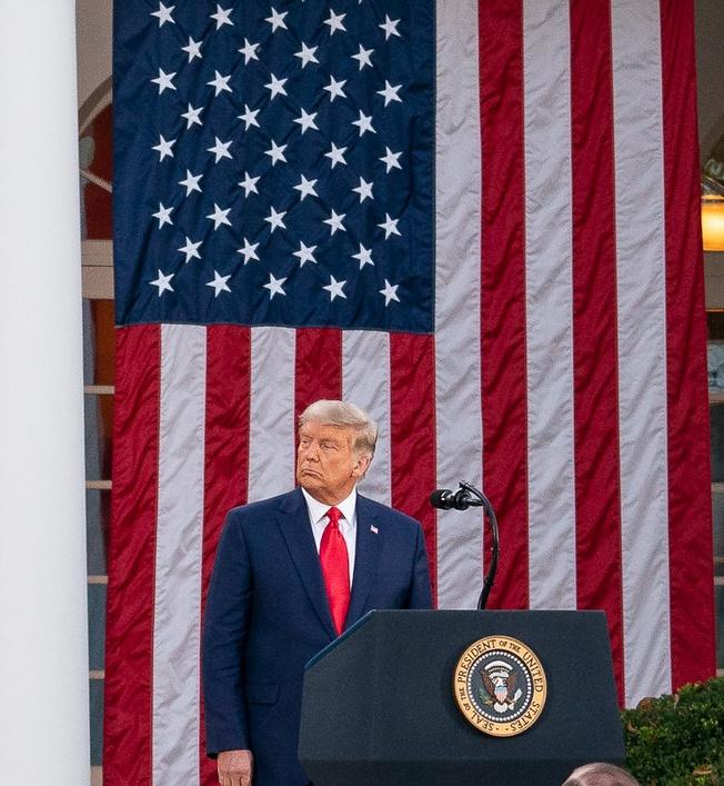 «Взять реванш любой ценой!» - это возможное прочтение лозунга президента США «Вернуть Америке былое величие!»