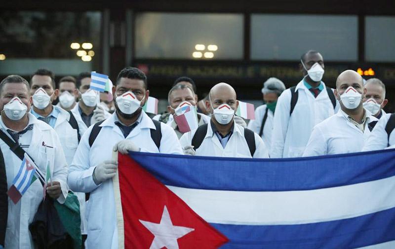 Кубинские врачи и медсёстры в составе 28 бригад борются с пандемией коронавируса в 24 странах.