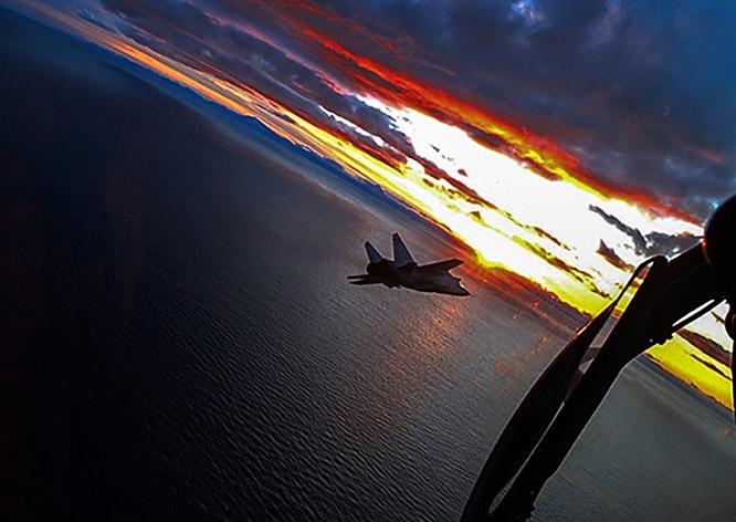 Экипажи истребителей МиГ-31БМ Тихоокеанского флота в ходе тренировки отработали ночной перехват скоростной цели.