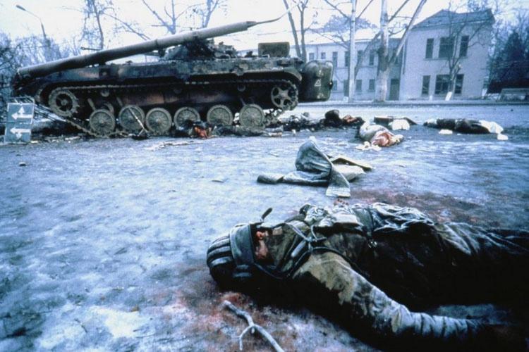 Дудаевцы хладнокровно расстреляли колонну из гранатомётов.