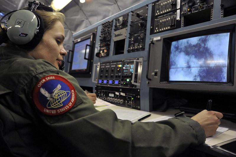 Самолёты наблюдения BoeingOC-135Bне имеют аппаратуры нового поколения.
