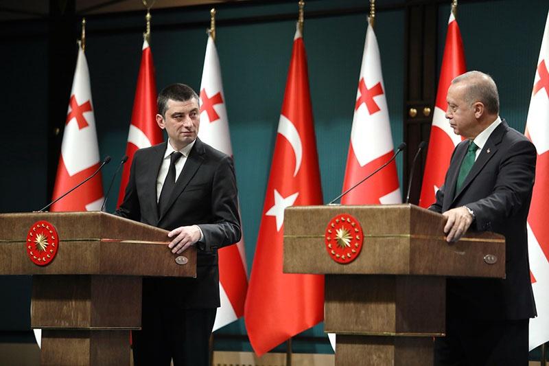 Премьер-министр Грузии Георгий Гахария и президент Турецкой Республики Реджеп Эрдоган. Турция укрепляет политические и экономические связи с северным соседом.