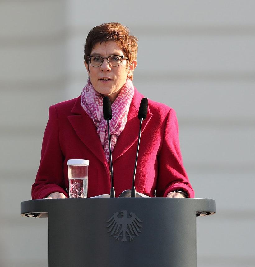 Глава оборонного ведомства Германии и председатель ХДС Аннегрет Крамп-Карренбауэр.