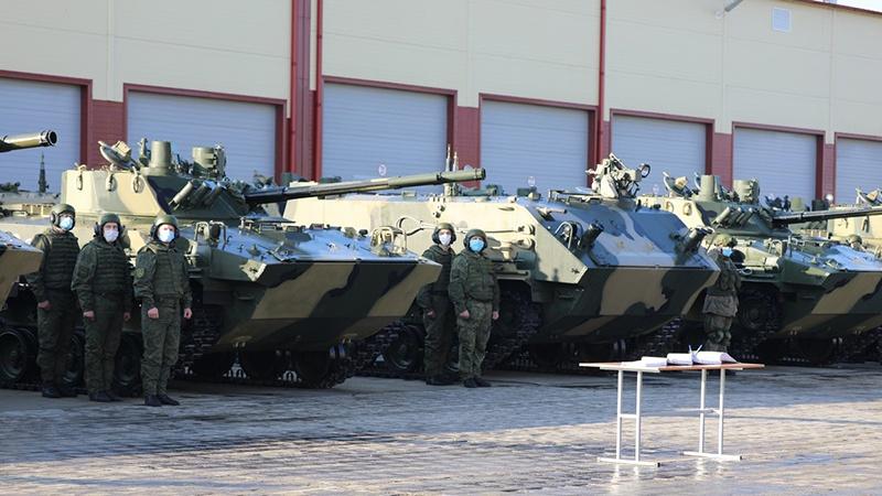 На вооружение десантников в Новороссийске поступили около 40 единиц новейшей боевой техники - БМД-4М и БТР-МДМ «Ракушка».