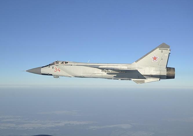 Три модернизированных истребителя-перехватчика МиГ-31БМ поступили в ноябре 2020 года на вооружение истребительного авиационного полка Центрального военного округа.