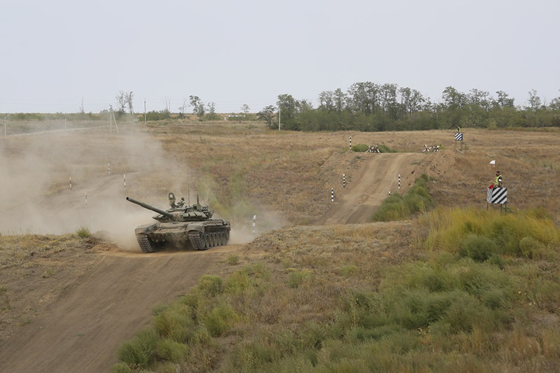 Для отработки учебно-боевых задач танковыми, мотострелковыми и артиллерийскими подразделениями были проведены мероприятия по ремонту и восстановлению танковых директрис.