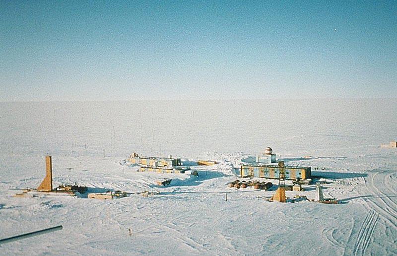 На российской станции «Восток» 21.01.1983 г. термометр показал минус 89,2 градуса по Цельсию.