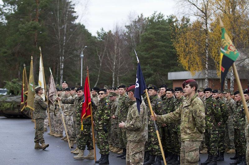 Солдаты войск НАТО на полигоне Адажи в Латвии.
