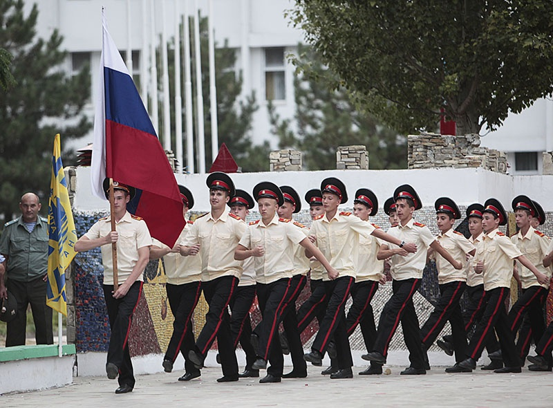 За последние годыбыла создана система довузовского образования в рамках военного ведомства - кадетские, суворовские и нахимовские училища.