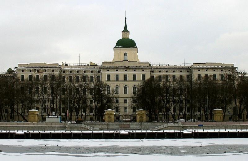 В 1938 г. академия переезжает из Ленинграда в Москву и размещается в самом центре столицы – в здании бывшего Императорского воспитательного дома.