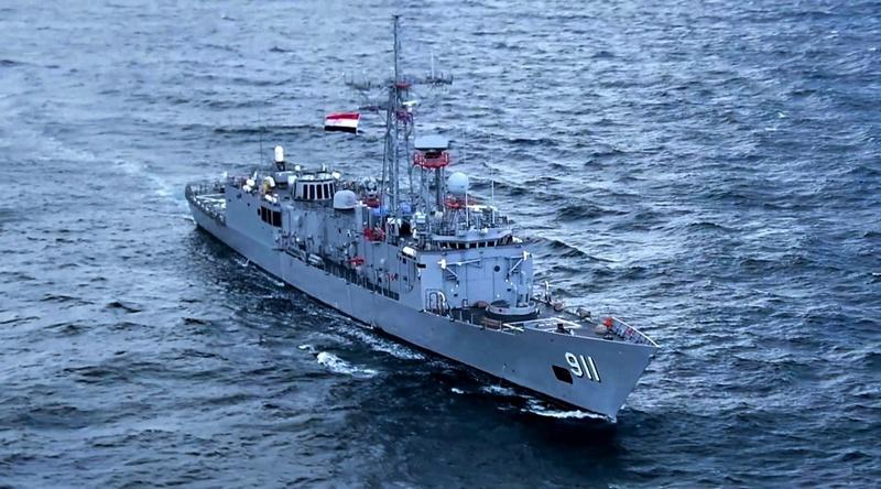 Фрегат «Александрия» швартовался у причала морского вокзала медленно и величаво.