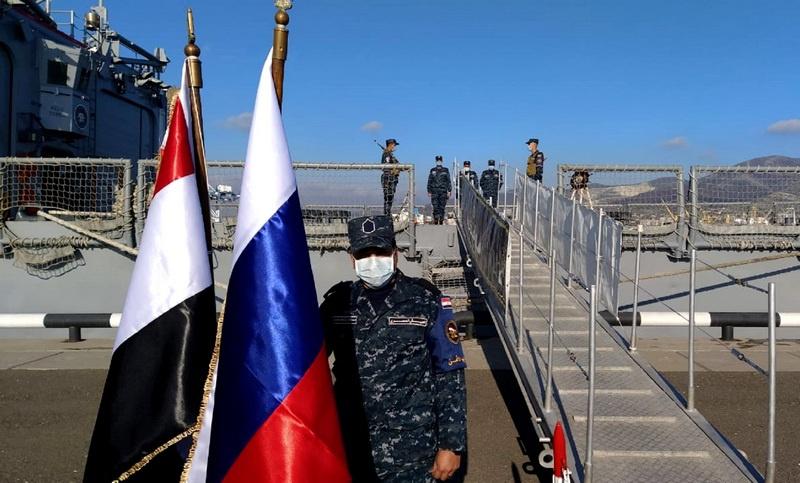 На временной стоянке в Новороссийской военно-морской базе.