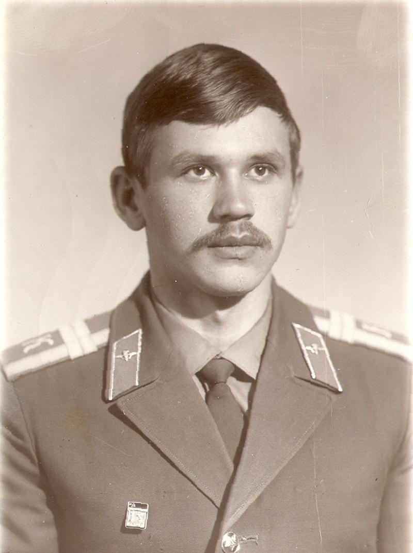 Курсант Рязанского высшего воздушно-десантного училища Вячеслав Бочаров.