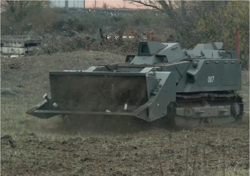 В Нагорном Карабахе многофункциональный робототехнический комплекс «Уран-6» уже обследовал около 8 гектаров местности в районе населённого пункта Ходжалы.