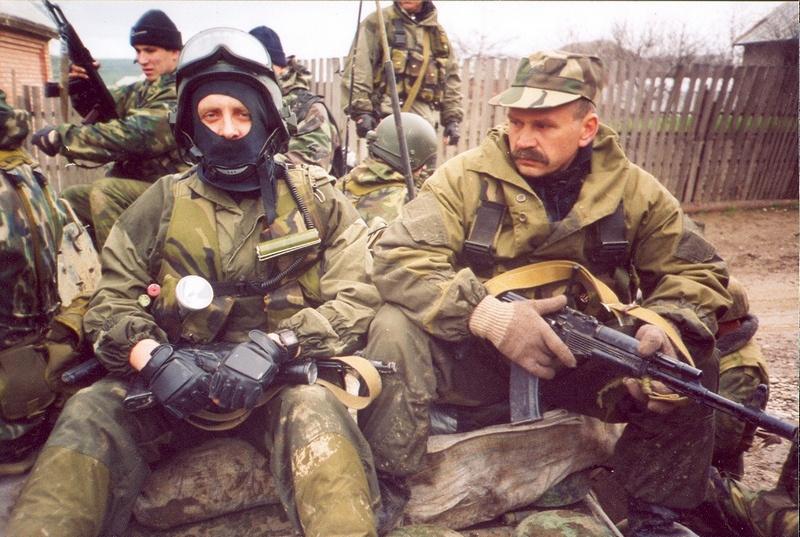 Бойцы «Вымпела» к выходу на боевую работу готовы. Первый справа Вячеслав Бочаров.