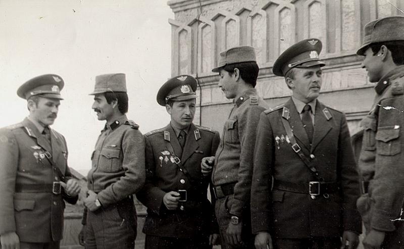 Встреча советских и афганских офицеров. Первый слева Вячеслав Бочаров.
