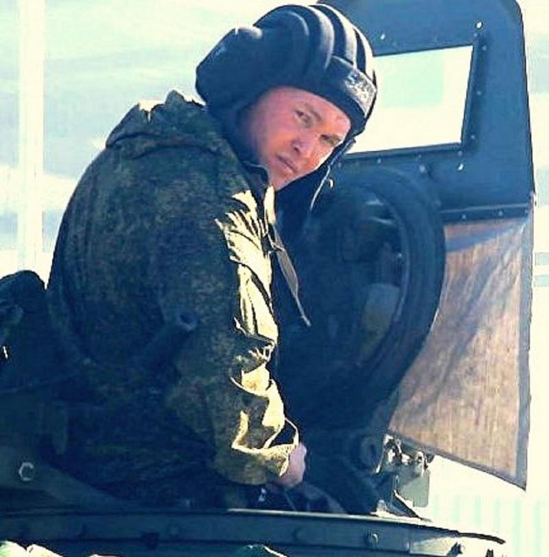 Капитан Леонид Петров.