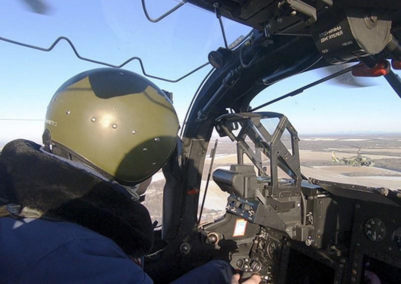 Массированный ракетный удар по местам сосредоточения условного противника нанесли экипажи Ка-52 «Аллигатор» армейской авиации Восточного военного округа.