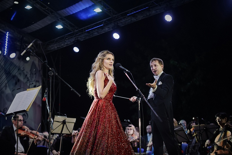 Праздник открыл мегаконцерт Донецкой филармонии под открытым небом «Донецку - музыка души».