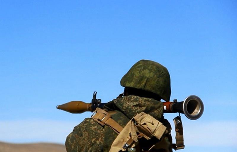 Мотострелки ВВО выполнили первые в новом учебном году боевые стрельбы на полигоне Бурдуны в Бурятии.