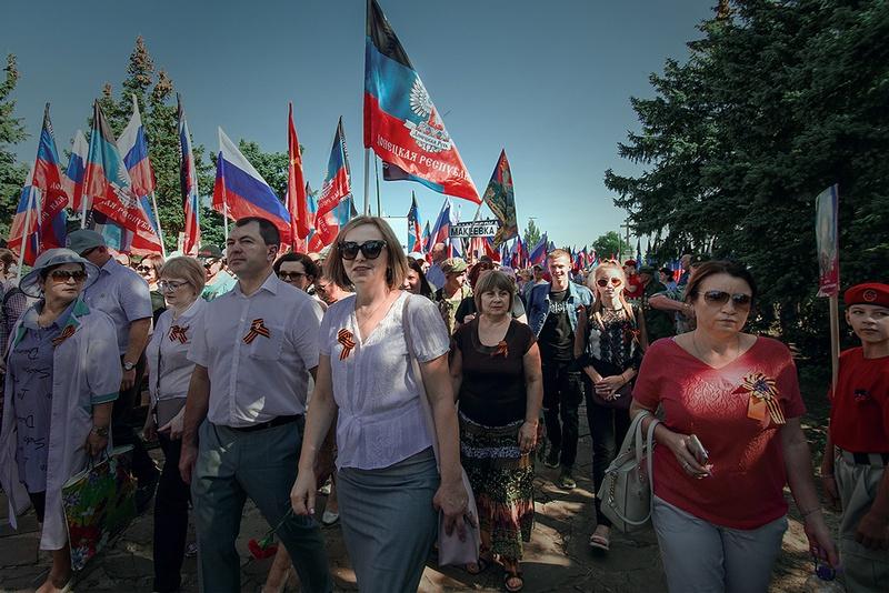 На мемориальный комплекс съехалось около 5.000 человек со всей ДНР.