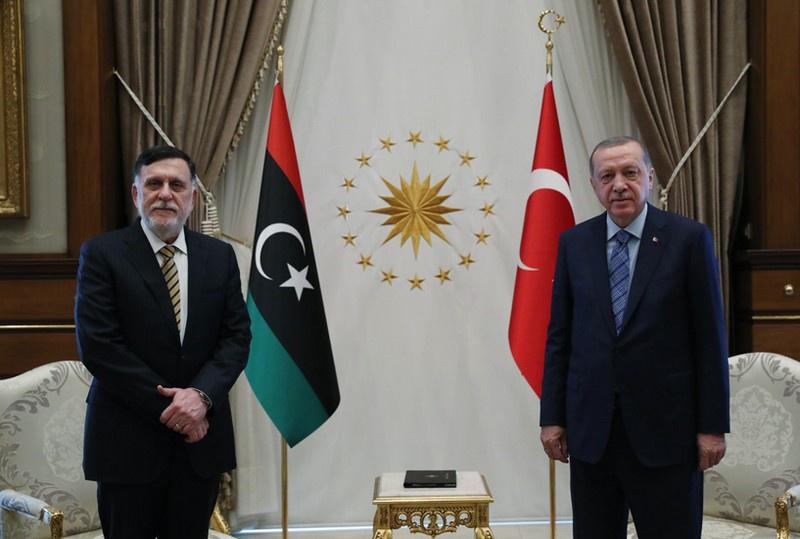Встреча в Анкаре президента Турции Реджепа Эрдогана и председателя ПНС Фаиз Сараджа 4 июня 2020 г..