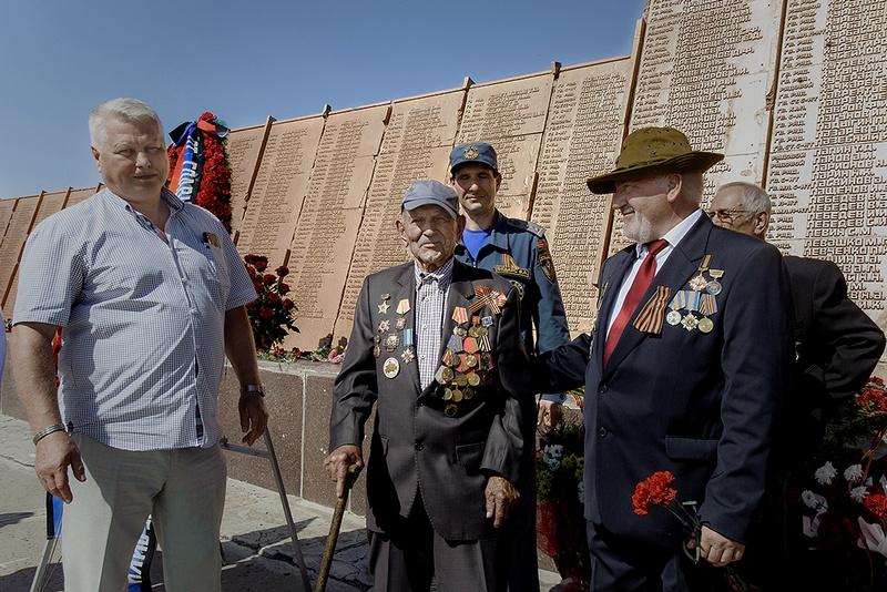 Памятные мероприятия прошли на Саур-Могиле.