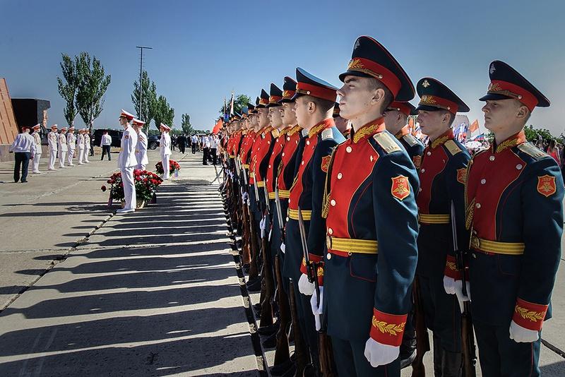 Церемония началась с панихиды по погибшим воинам.