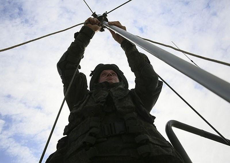В соединение связи 49-й армии ЮВО поступила новая радиостанция Р-166 «Артек».