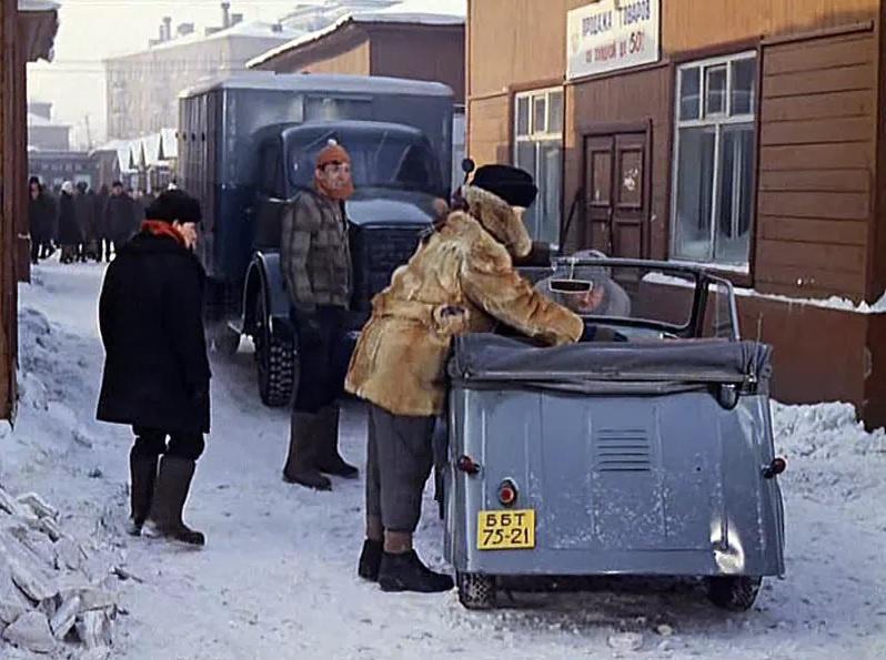 Тишинский рынок в кадре из фильма «Операция