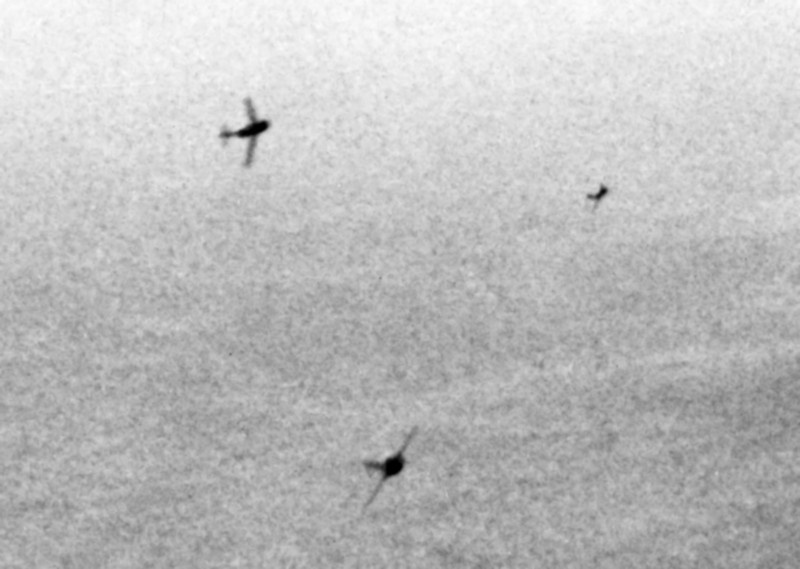 Истребители МиГ-15 атакуют бомбардировщик B-29. 1951 год.