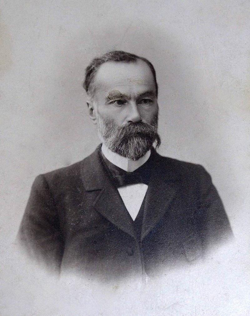 16 февраля 1891 года в семье Христиана Фраучи, эмигранта-итальянца из Швейцарии, перебравшегося на постоянное жительство в Тверскую губернию, родился первенец, которого нарекли тройным именем Артур-Евгений-Леонард.