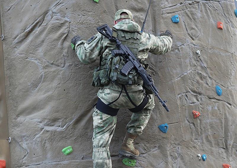 Боевые пловцы отряда ПДСС КФл освоили навыки горной подготовки.