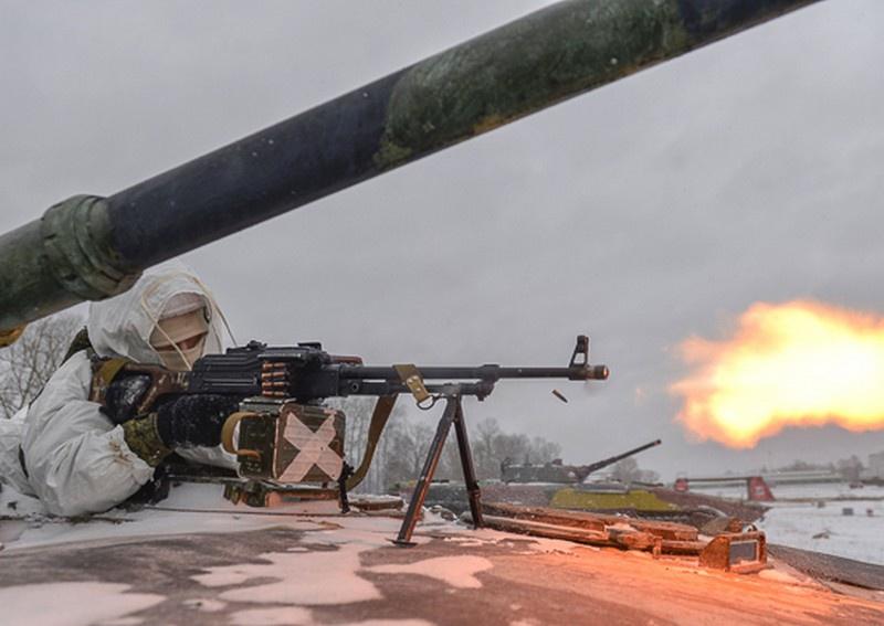 Около 3.000 мотострелков и танкистов Висленской дивизиии ЗВО обучаются индивидуальным приёмам эффективной стрельбы в Воронежской области.