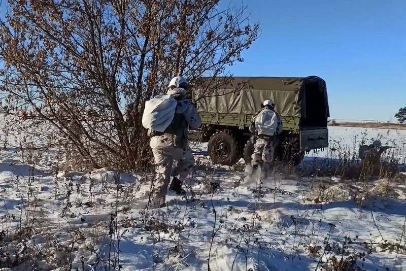 Спецназ ЦВО на учении под Самарой уничтожил «кочующие отряды боевиков» и захватил важные документы.